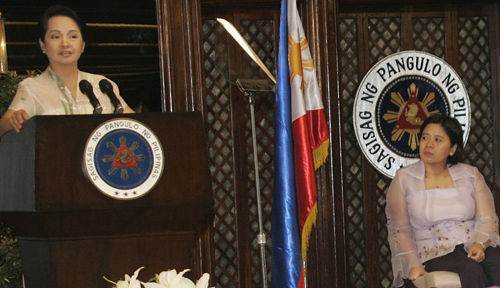 Gov. Grace Padaca listens to Gloria Macapagal-Arroyo's speech during the International Women's Day celebration on March 6, 2009 at Malacanang's Heroes' Hall. (Edited from original by Edwin Paril/OPS-NIB)